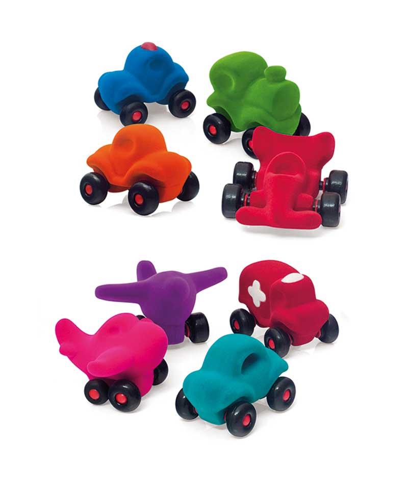 Petits véhicules en mousse